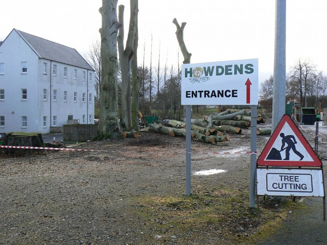 howdens-with-entrance-sign